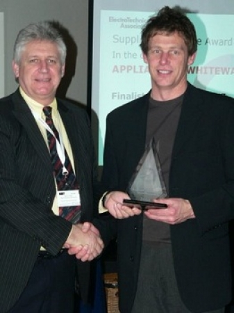Urban Lynch of Radiola receiving the award for supplier excellence in Whiteware